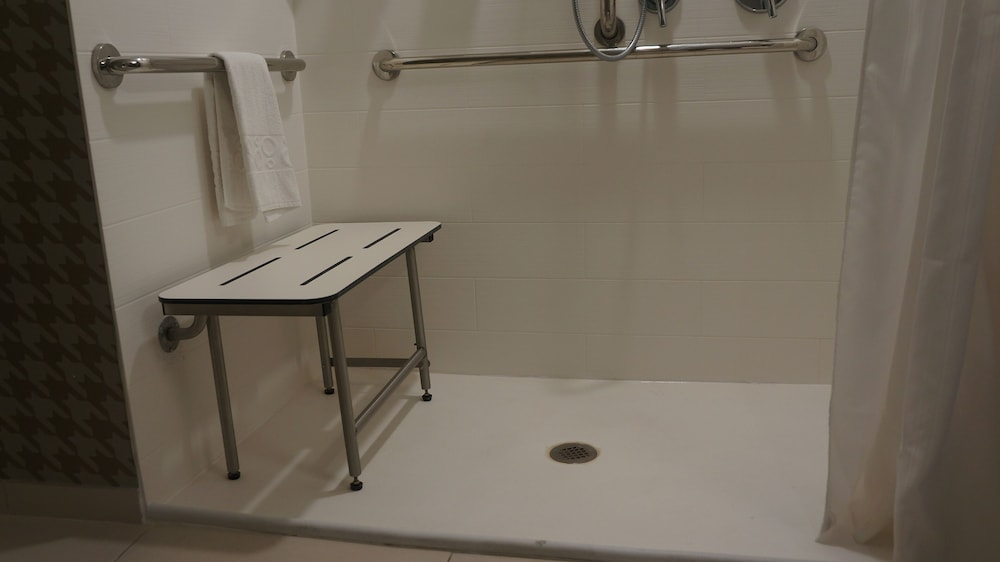 Bathroom Shower, Home2 Suites by Hilton Clermont