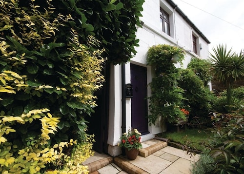 Sophies Retreat: Cottage - hot tub & Log-burner - Oxton Village, Wirral
