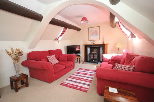 Housekeepers, Sleeps 4/5, Characterful, Beamed Property Near the Quantock Hills