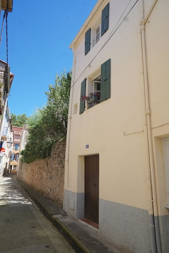 Newly Renovated 1600th Century Maison de Village in the Center of Ceret