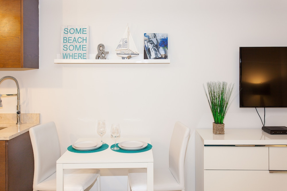 In-Room Dining, Brickell by Miami Vacation Rentals