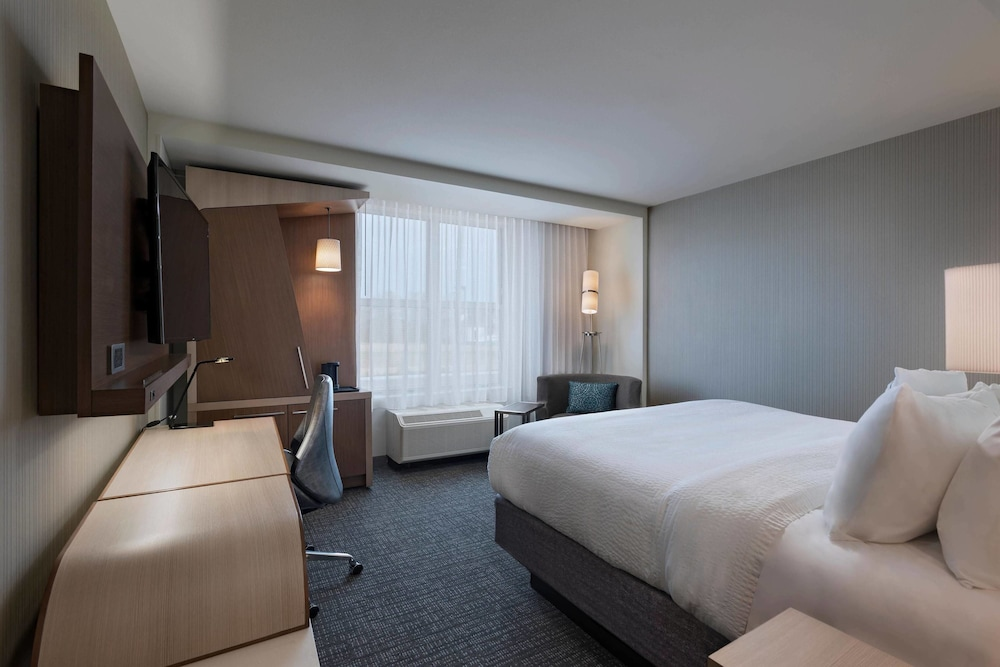 Room, Courtyard by Marriott Jackson Madison
