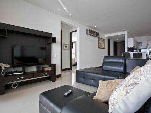 Luxury Oceanfront Condo Mins From Old City (COL 27666230 5.0) photo