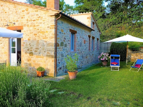 Traditional Tuscan Holiday Cottage, Garden and Terrace,great Views, Free Wifi