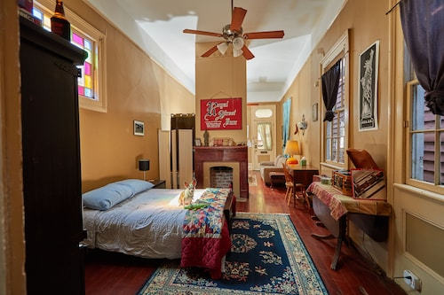 Private Spacious Suite With Historic Charm Steps From Magazine Street