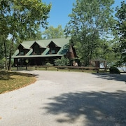 Lakeside Cabin, Fishing, Golf/hiking Nearby, Canoe & Kayak Onsite, Pet Friendly