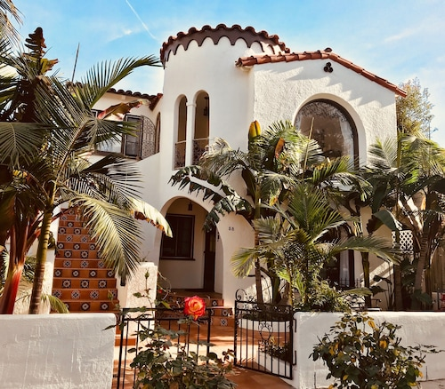 1/2 Block From the Beach - Newly Renovated - Casa de las Palmas