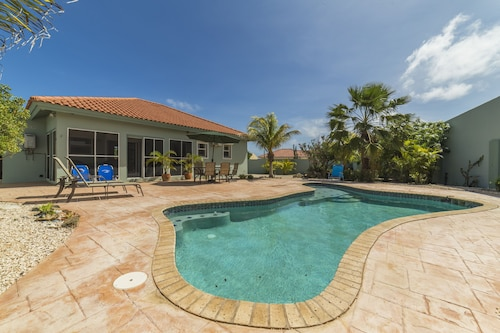 NEW Listing-canaruba! 3 BR, Comfortably Sleeps 6, Private Pool,all the Amenities