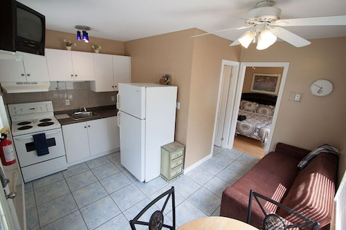 Beach1 Riverfront Villa - Suite #3 - Wasaga Beach