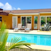 ?bright Home - Heated Pool - 2 Blocks to Beach and 6 Restaurants