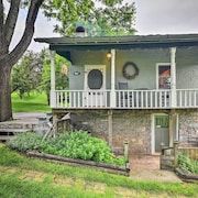 Historic 1840s Cottage - 1 Mi. to Harrisonburg!