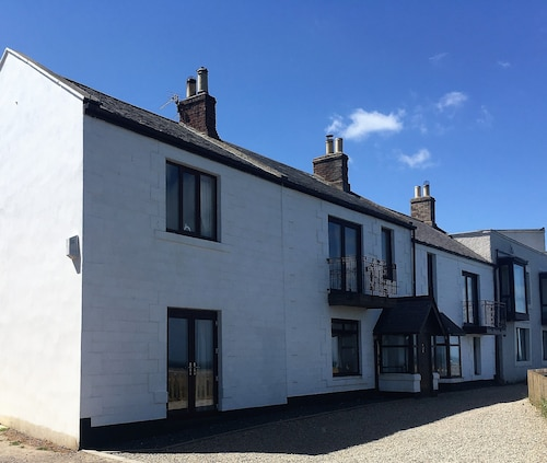 Sea-front Holiday Cottage in Seahouses