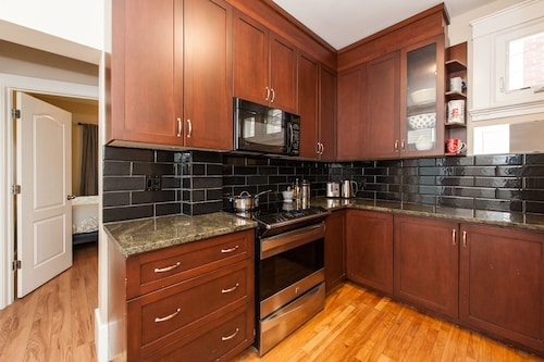 Gracious 2 Bdrm+heart of Centretown+walkable