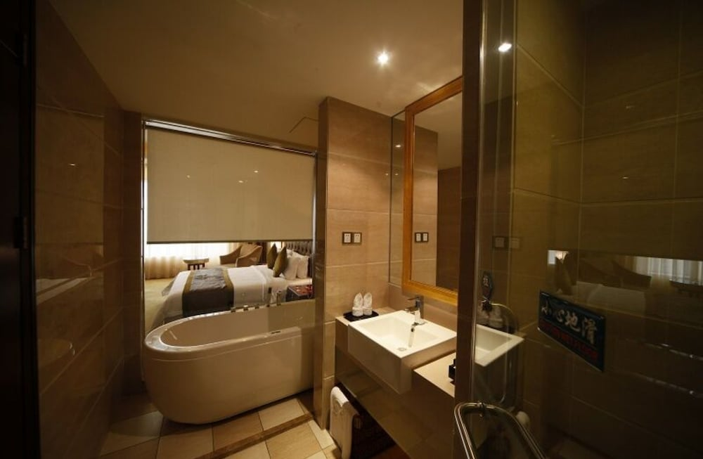 Bathroom, Royal Prince Hotel