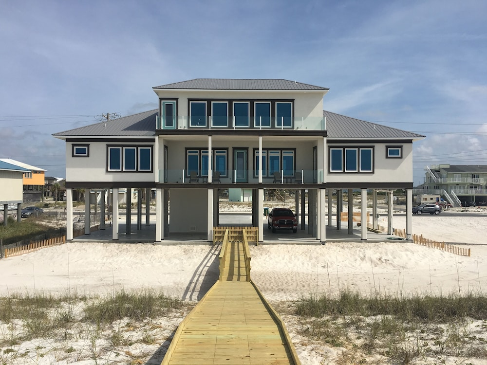 Awesome Navarre Beach Front Home Sleeps 20 In Pensacola Fl Expedia Home Interior And Landscaping Oversignezvosmurscom