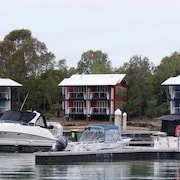 Couran Cove Resort Marina Apartment