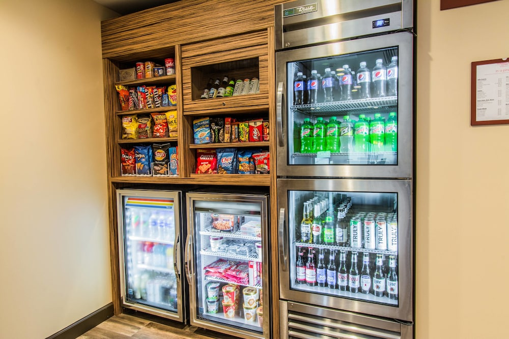 Snack Bar, Towneplace Suites by Marriott Evansville Newburgh
