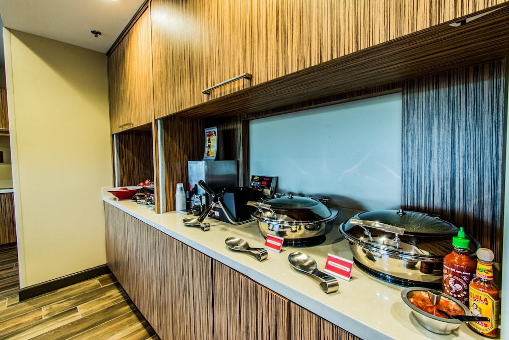 Breakfast buffet, Towneplace Suites by Marriott Evansville Newburgh