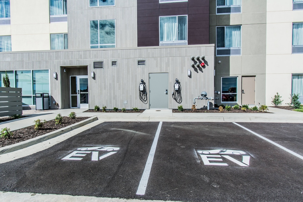 Parking, Towneplace Suites by Marriott Evansville Newburgh