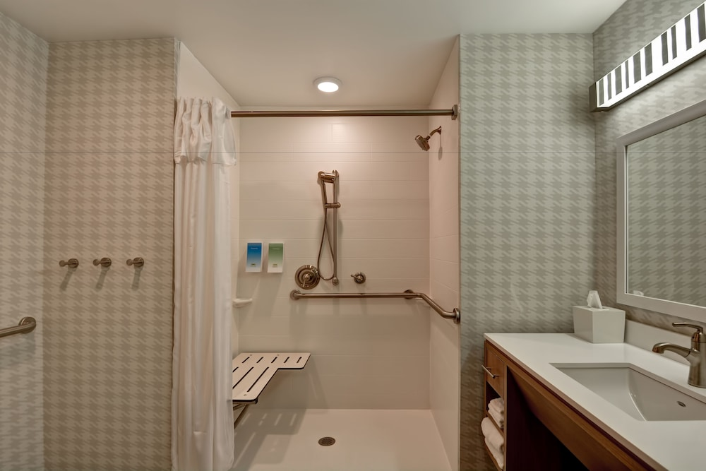 Bathroom Shower, Home2 Suites by Hilton Daytona Beach Speedway