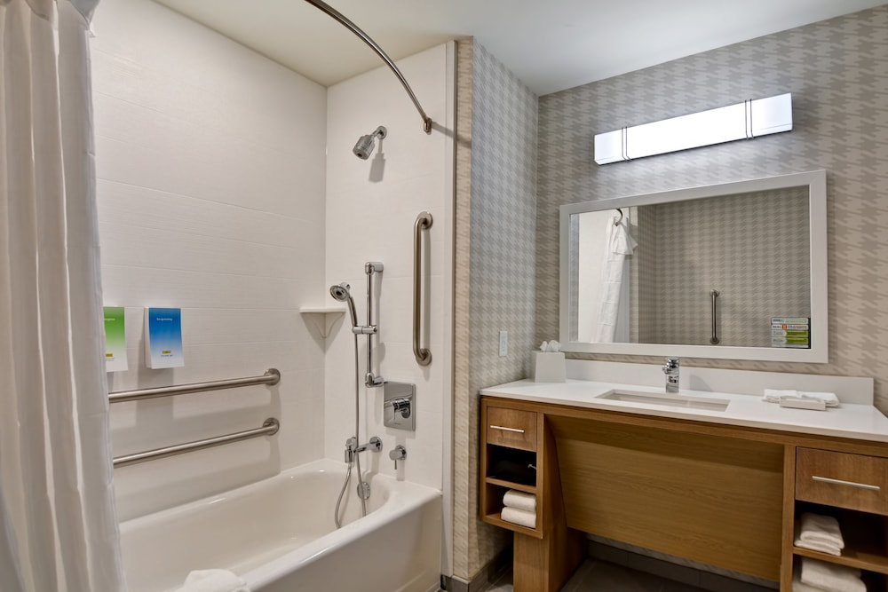 Bathroom, Home2 Suites by Hilton Daytona Beach Speedway