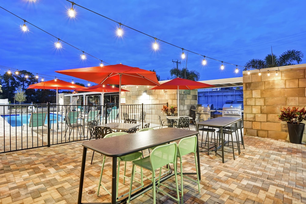 Terrace/Patio, Home2 Suites by Hilton Daytona Beach Speedway