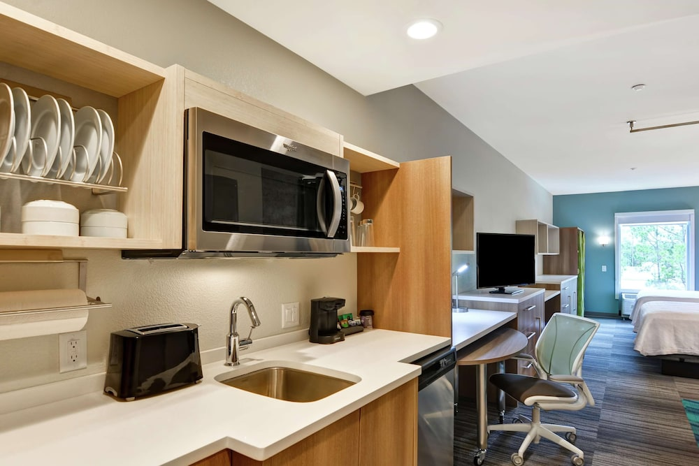 Private Kitchen, Home2 Suites by Hilton Daytona Beach Speedway