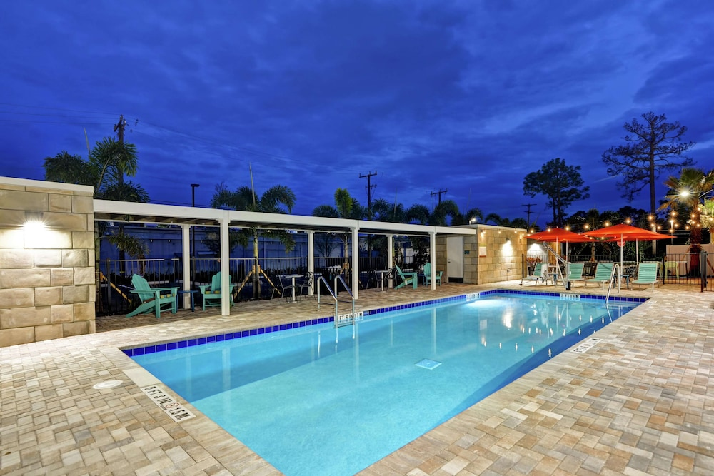 Pool, Home2 Suites by Hilton Daytona Beach Speedway
