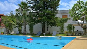 Seasonal outdoor pool, open 8:00 AM to 8:00 PM, pool loungers