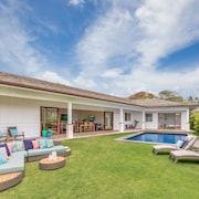 Lanikai Breeze 5 Bedrooms 4.5 Bathrooms Home