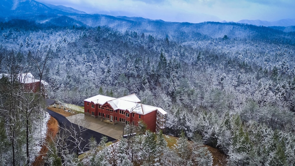 Featured Image, Foxwood Mansion 14 Bedroom Cabin