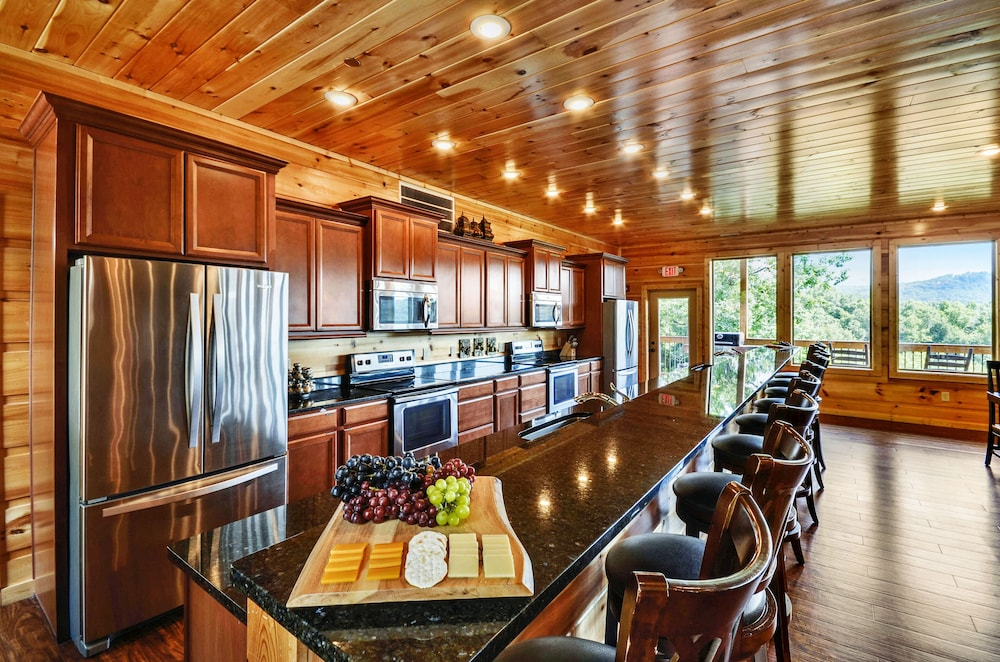 Private Kitchen, Foxwood Mansion 14 Bedroom Cabin