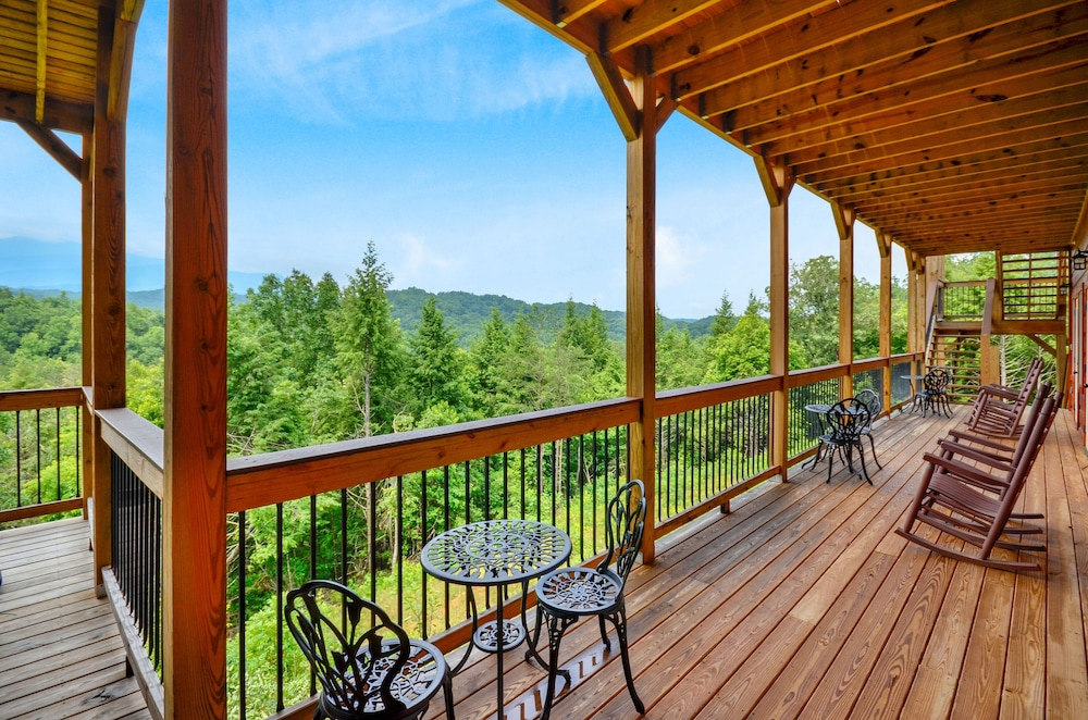 Balcony, Foxwood Mansion 14 Bedroom Cabin