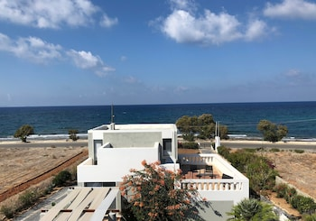 Anissaras Beach Apartments