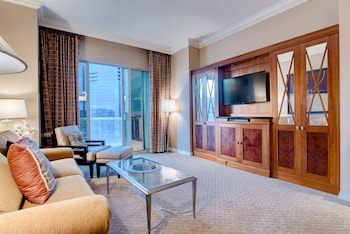 StripViewSuites at Signature