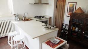 Frigorifero, forno, piano cottura, lavastoviglie