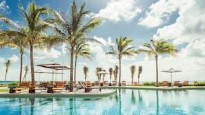 2 개의 야외 수영장, 카바나(요금 별도), 수영장 파라솔