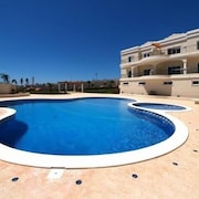Luxurious 2 Bedroom Apartment With sea Views in Porto De Mos