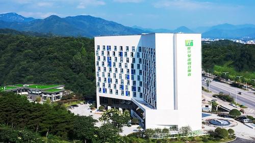 Holiday Inn Express Luanchuan, an IHG Hotel