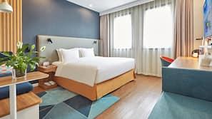 Daunenbettdecken, Minibar, Zimmersafe, individuell dekoriert