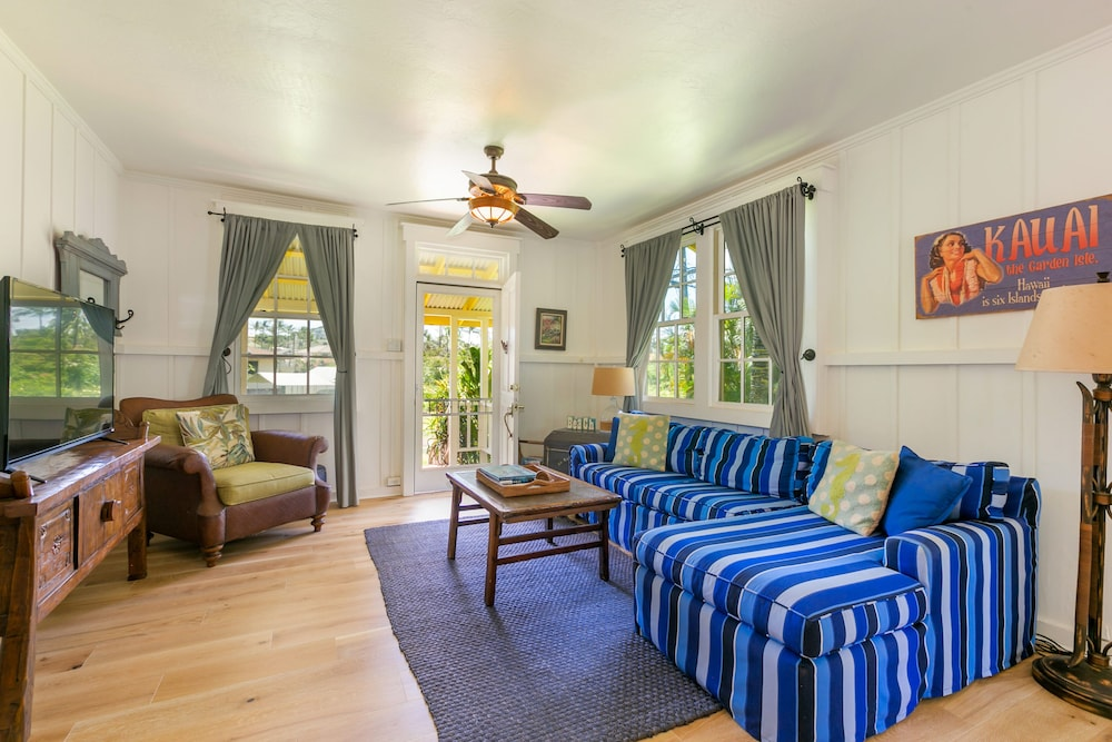 Living Room, Delightful Plantation Cottage Steps From Beach 100% Refund for 14day Restriction