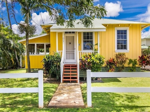 Exterior, Delightful Plantation Cottage Steps From Beach 100% Refund for 14day Restriction