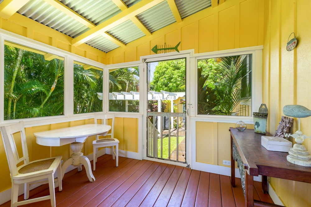 , Delightful Plantation Cottage Steps From Beach 100% Refund for 14day Restriction