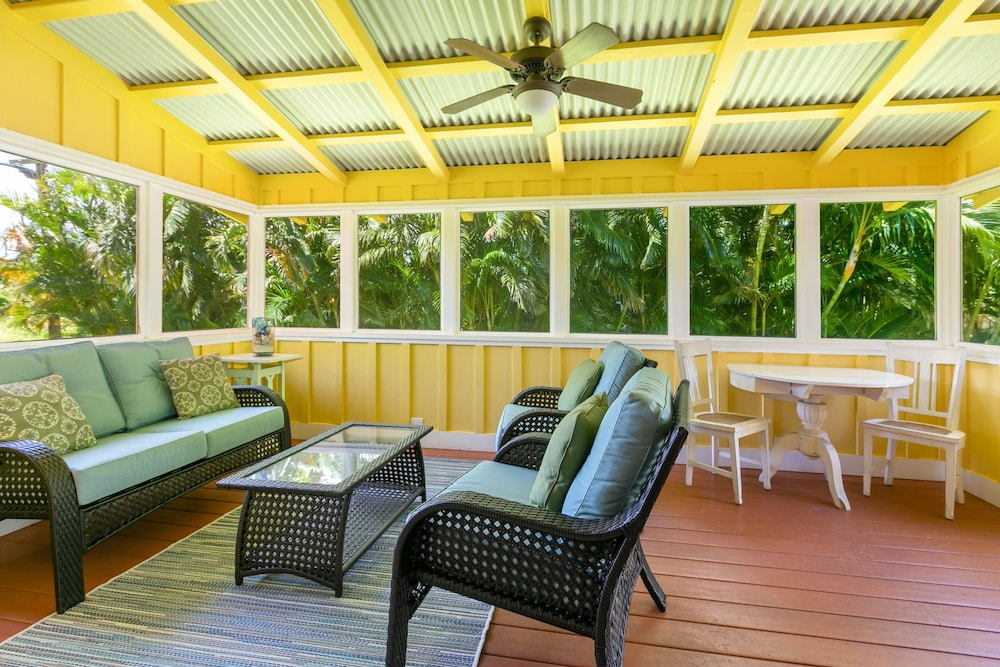 Balcony, Delightful Plantation Cottage Steps From Beach 100% Refund for 14day Restriction