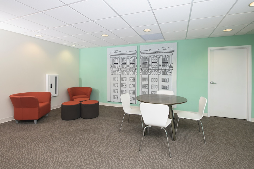 Lobby Sitting Area, Stay Alfred at Penn Street Tower