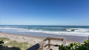 附近的私人海灘、躺椅、太陽傘、沙灘巾