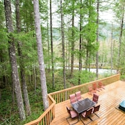 Relax & Rejuvenate at the Secluded Sandy River Retreat, Fireplace, hot tub