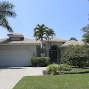 Private Paradise Perfection Home With Pool,new Rental,near the Beach and 5th Ave
