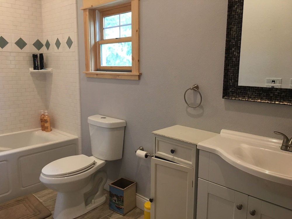 Bathroom, Waterfront Guesthouse in Park Grove