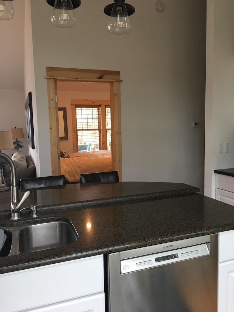 Private Kitchen, Waterfront Guesthouse in Park Grove